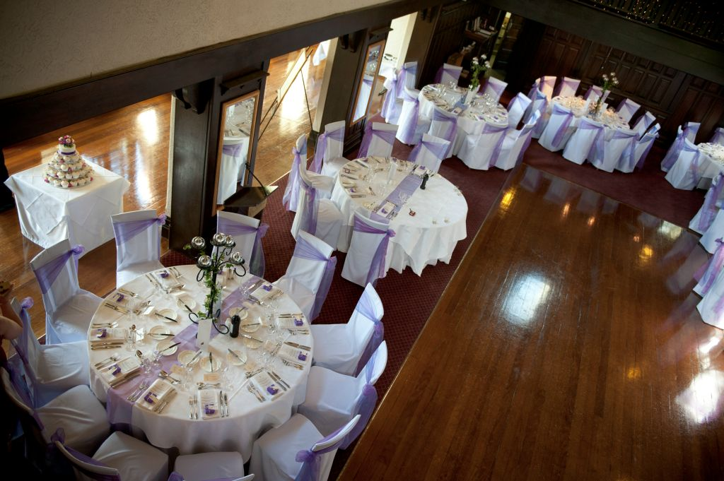 How To Choose The Best Furniture Service For Your Wedding ?