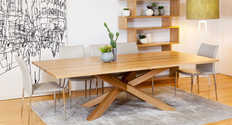 Enjoy Delicious Food With Gossip By Possessing Bespoke Dining Tables