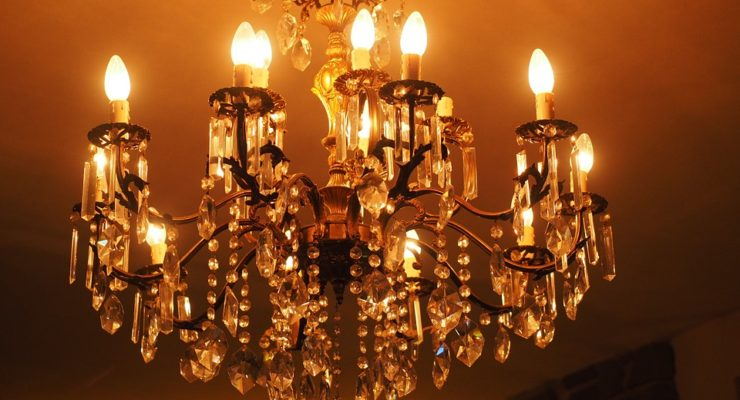 Things To Consider While Purchasing The Right Chandeliers